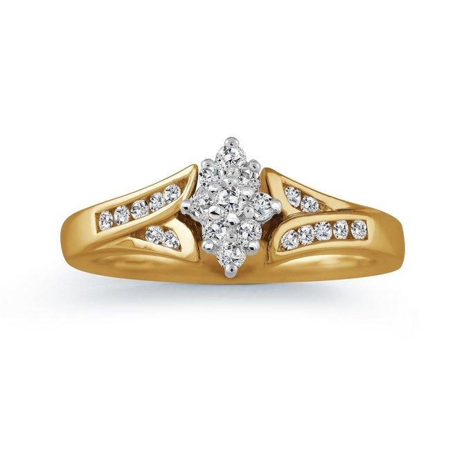 Engagement ring - 10K yellow Gold & Diamonds  0.25 Carat T.W.