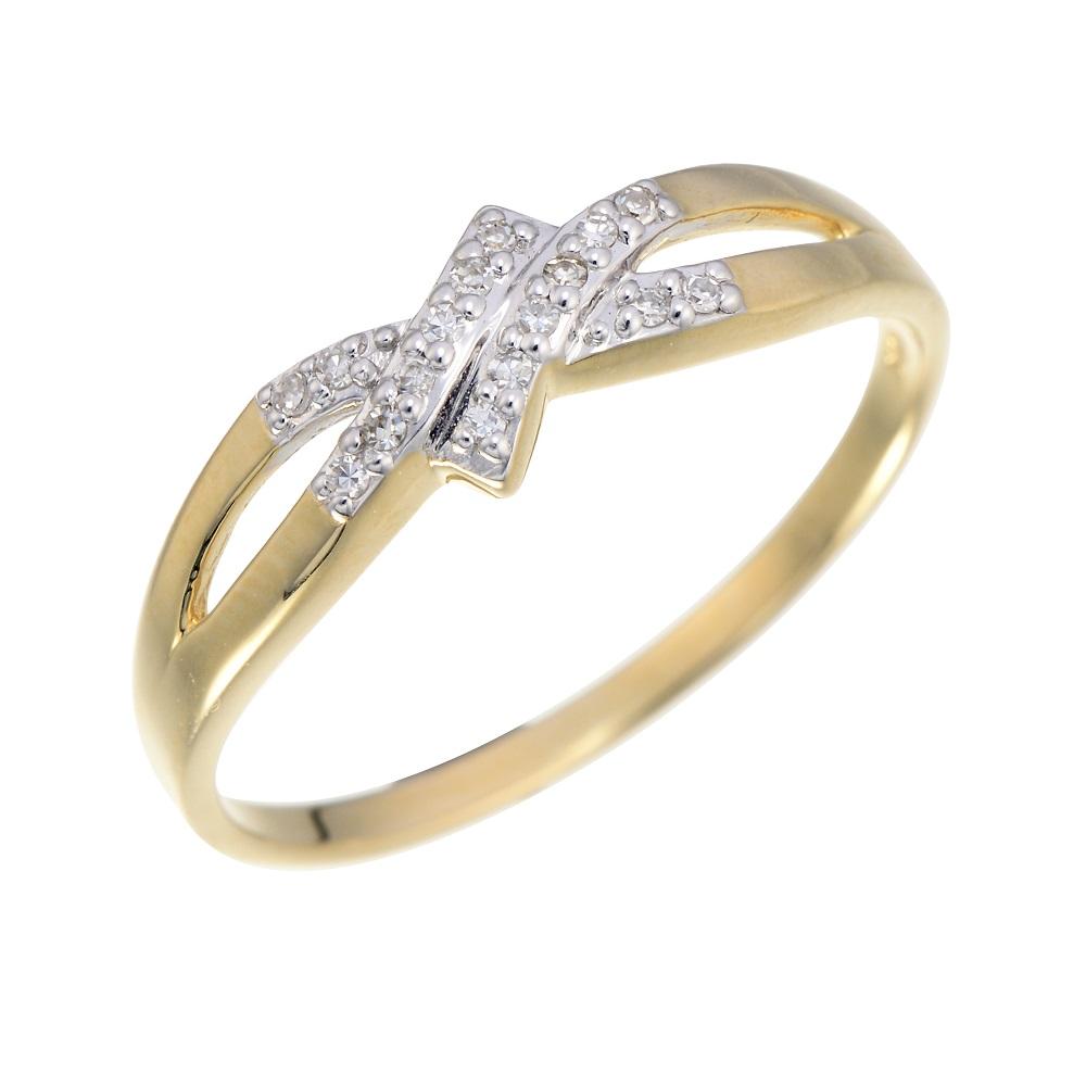 Bague sertie de diamants totalisant 0.05 Carats - Or jaune 10K