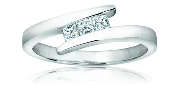 Women's Ring - 10K white Gold & Diamonds T.W. 0.18 Carat