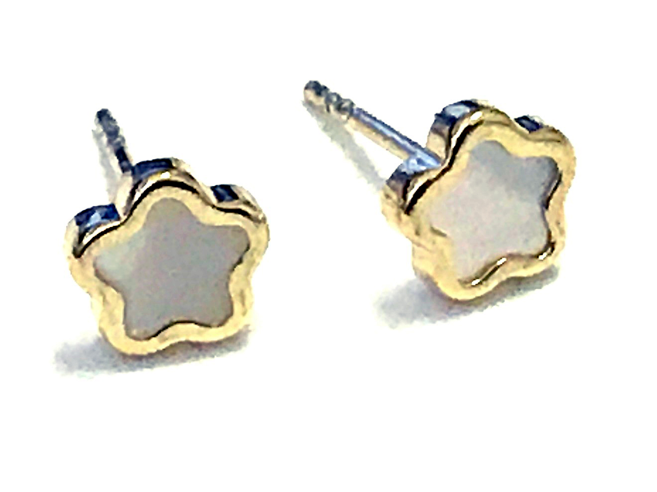 Flower earrings - 10K yelloe gold & mother-of-pearl
