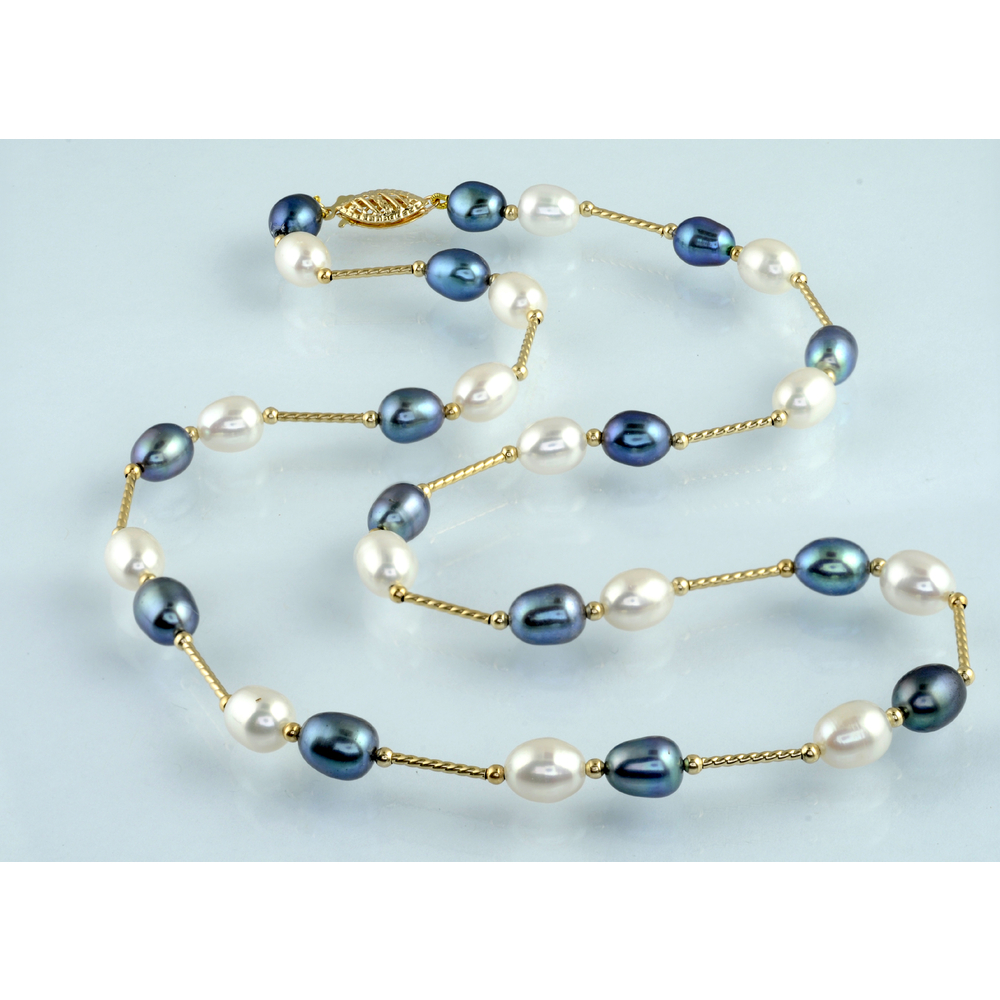Fresh Water Pearls Necklace in 14K yellow Gold