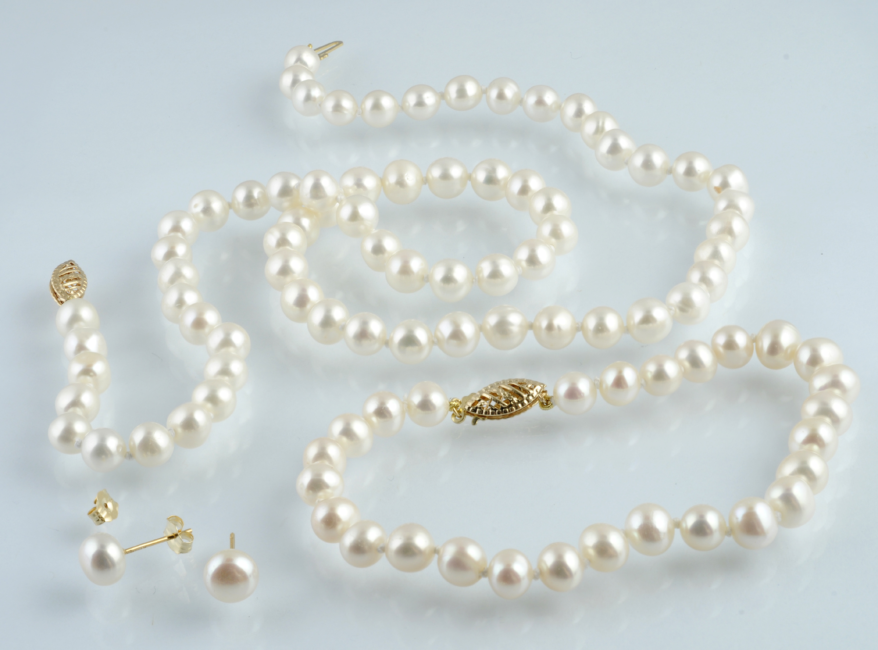 Set of Necklace,Bracelet and Earrings with Fresh Water Pearls 14K yellow Gold